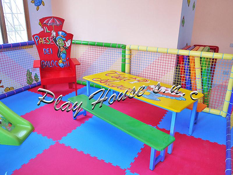 Giochi gonfiabili playground tappeti elastici vendita for Arredamento ludoteca usato
